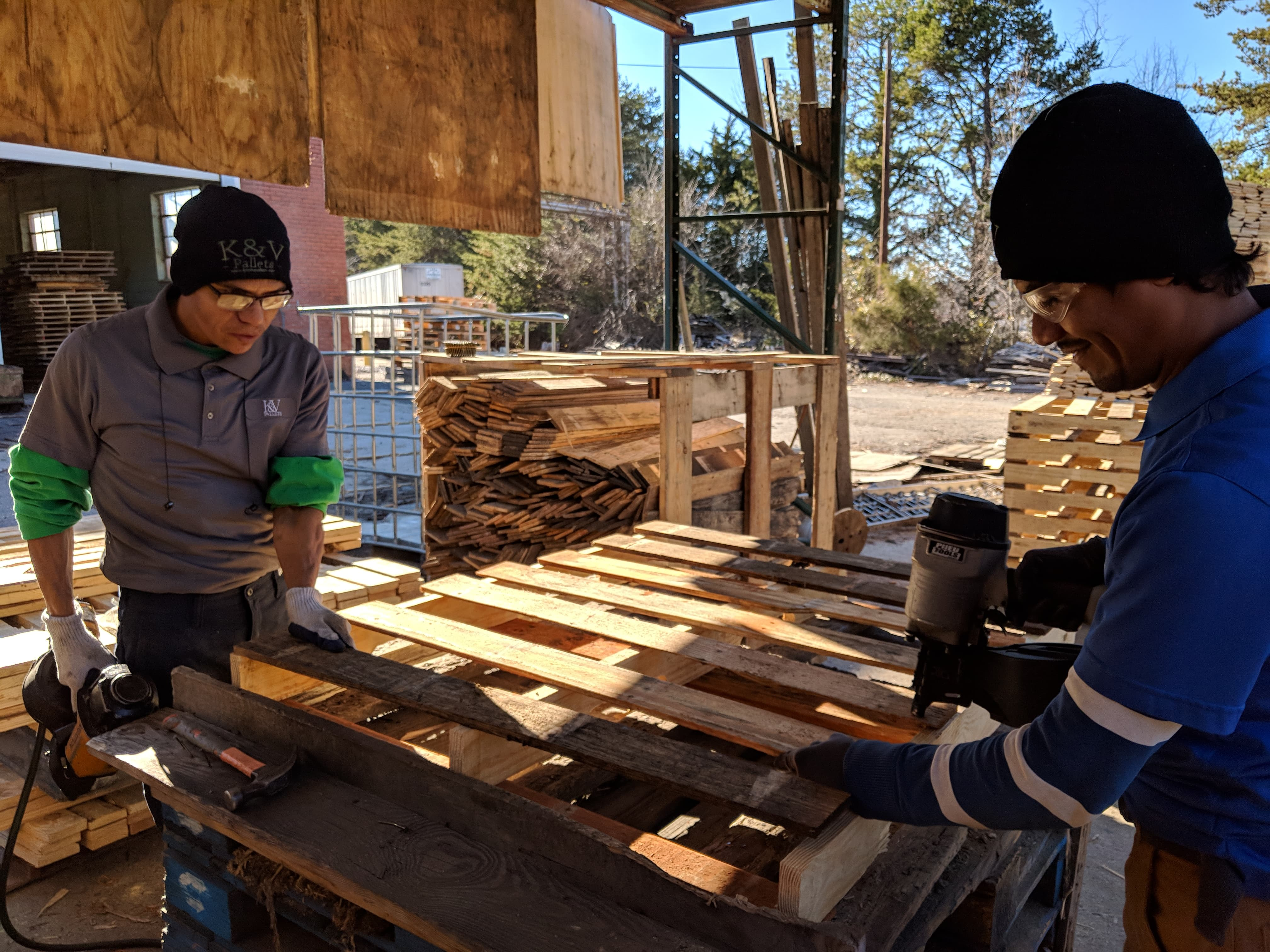 Willy & Antonio building pallets
